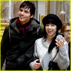 Carly Rae Jepsen & Matthew Koma: Louvre Lovebirds!