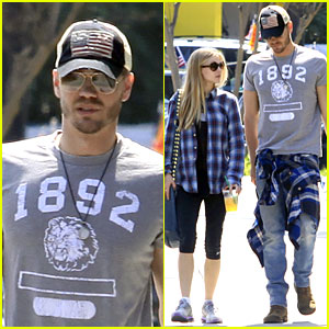 Chad Michael Murray & Kenzie Dalton: Plaid Matching Couple!