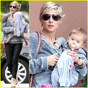 Elsa Pataky & India: Mommy-Daughter Errands!