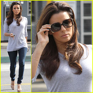 Eva Longoria: Support Latinas with Foundation Giving App!