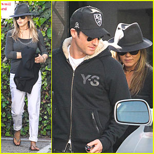 Jennifer Aniston & Justin Theroux: Furniture Shopping Duo!