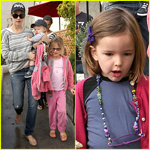 Jennifer Garner: Huckleberry Breakfast with the Kids!