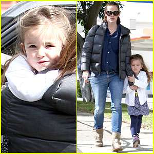 Jennifer Garner & Seraphina: Nail Salon Duo!