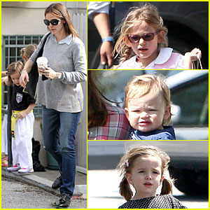 Jennifer Garner: Tavern Girls' Night After Day with the Kids!