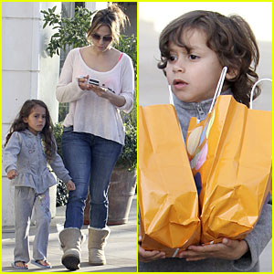 Jennifer Lopez & Casper Smart: Surprise with Roxy!