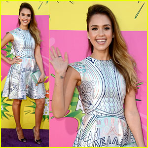 Jessica Alba - Kids' Choice Awards 2013 Red Carpet