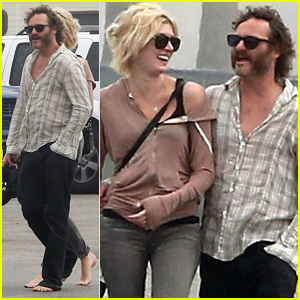 Joaquin Phoenix: Barefoot Stroll in Venice with Heather Christie!
