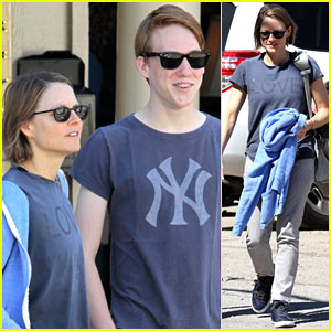Jodie Foster: Venice Beach Breakfast with Son Charlie!