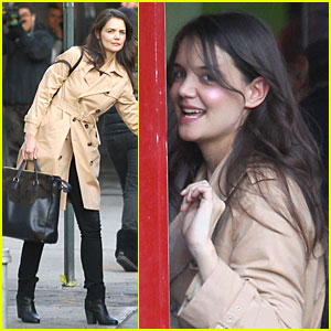 Katie Holmes: Big Apple Diner with Male Pal!