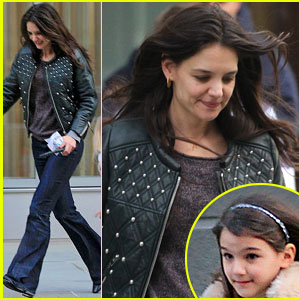 Katie Holmes Runs After Suri!