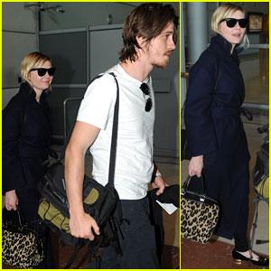 Kirsten Dunst & Garrett Hedlund: Paris Airport Arrival