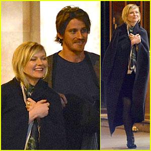 Kirsten Dunst & Garrett Hedlund: Paris Strolling Couple!