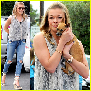 LeAnn Rimes: Pet Adoption Stand Visit!