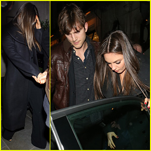 Mila Kunis & Ashton Kutcher: Scotts Restaurant Twosome