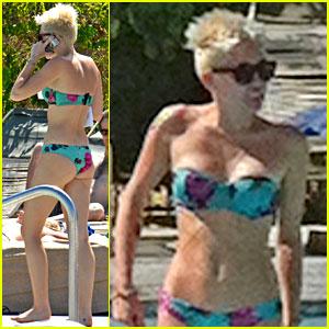 Miley Cyrus: Bikini Babe in the Desert!