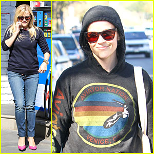 Reese Witherspoon: Aviator Nation Gym Stop!