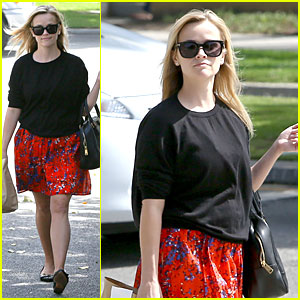Reese Witherspoon: Floral Friday Meal Stop!