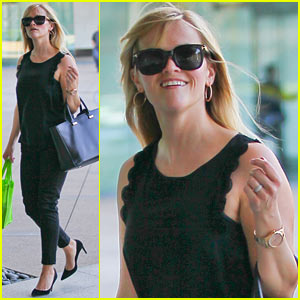 Reese Witherspoon: Smiley Business Meeting Mom!