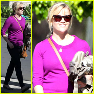 Reese Witherspoon: Full Family Outing!