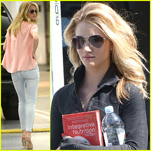 Rosie Huntington-Whiteley: New 'Rosie for Autograph' Collection in Stores!