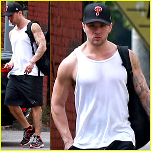 Ryan Phillippe: Muscle Tank Workout Man!