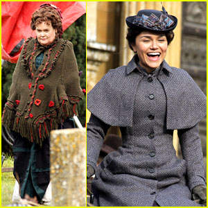 Samantha Barks: 'Christmas Candle' Set with Susan Boyle!