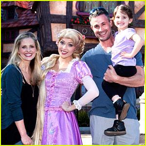 Sarah Michelle Gellar & Freddie Prinze Jr.: Disneyland with Charlotte!