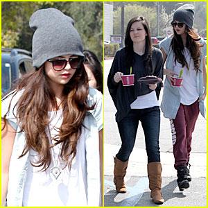 Selena Gomez: Frozen Yogurt with a Gal Pal!
