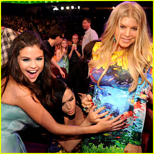 Selena Gomez & Katy Perry Hold Fergie's Baby Bump at Kids' Choice Awards 2013!