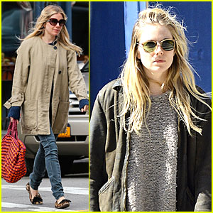 Sienna Miller: Leopard Print Stroll without Marlowe!