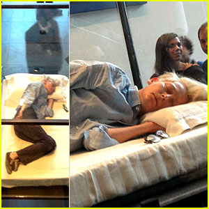 Tilda Swinton Sleeps in Glass Box at the MoMa (Photos)