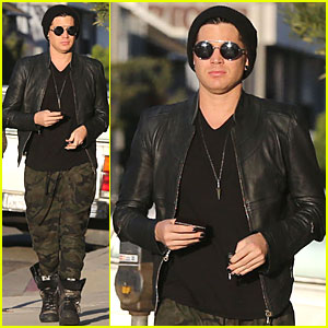 Adam Lambert: Camouflaged Pants Meeting!