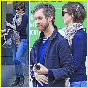 Anne Hathaway & Adam Shulman: Coordinated Brooklyn Couple!