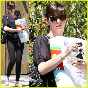 Anne Hathaway: Supplies Stock-Up in L.A.!