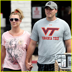 Britney Spears & David Lucado Hold Hands at Vons!
