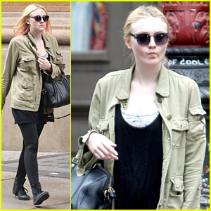 Dakota Fanning: Funny Faces in New York!