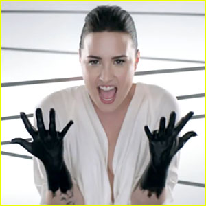 Demi Lovato: 'Heart Attack' Music Video - Watch Now!