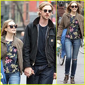 Elizabeth Olsen & Boyd Holbrook: Holding Hands in SoHo!