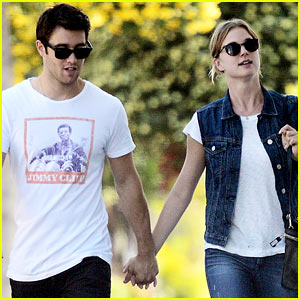 Emily VanCamp & Josh Bowman: Saturday Mercantile Stop!