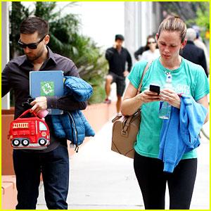 Jennifer Garner Walks Past Tobey Maguire Without Noticing
