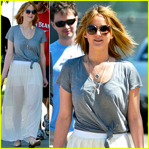 Jennifer Lawrence: Short Hair & Sheer Skirt for Sunday Brunch!
