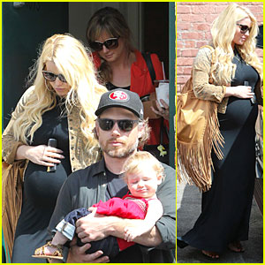 Jessica Simpson: Baby Bumpin' Office Stop with Family!