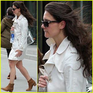 Katie Holmes: Fashionable Gym Exit!