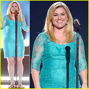 Kelly Clarkson - ACM Awards Performance 2013