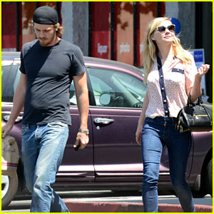 Kirsten Dunst & Garret Hedlund: Starbucks Couple