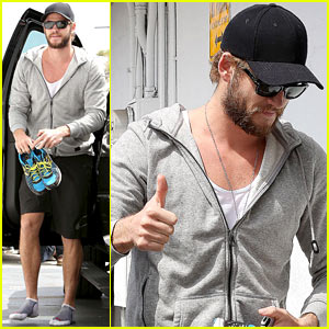 Liam Hemsworth: Shoeless Gym Arrival!