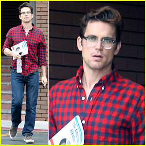 Matt Bomer: Cookbook Reader at Chipotle!