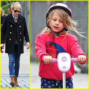 Michelle Williams & Matilda: Scooter Stroll with Lucky!