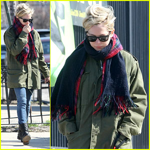 Michelle Williams: Sunday Stroll with Lucky