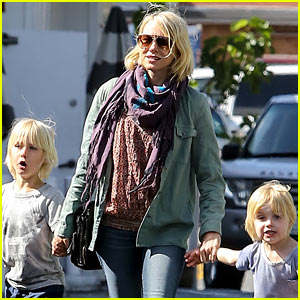 Naomi Watts: Shopping with Sasha & Samuel!